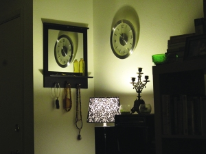 Corner detail by the butsudan.... I positioned the clock so we'd have a reflection of the time in the mirror.