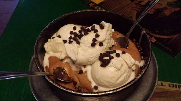 We went to Oregano's last night just so I could take this picture. OH THE SACRIFICE! OH THE THINGS I DO FOR THIS BLOG!! Meet the Original! Pizza Cookie at Oregano's. PIZOOKIE.