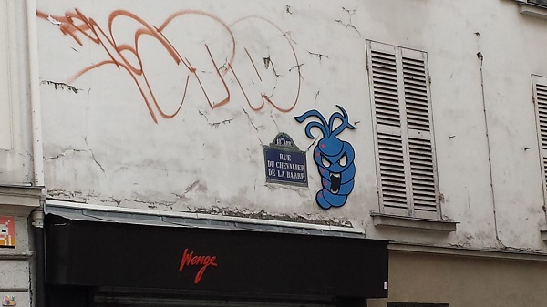 Parisian street art like this is becoming more and more common. Love it!