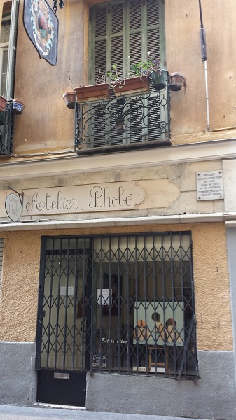 An artist's gallery in le Vieux Nice.