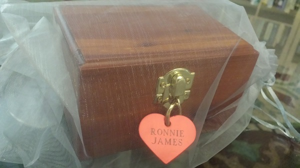 A little padlock hangs  beneath the heart name-tag, and there are two keys for it taped to the underside of the urn.