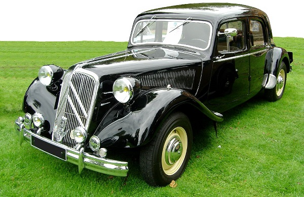 Papy cherished his Citroen Traction Avant Quinze. It looked like this one.
